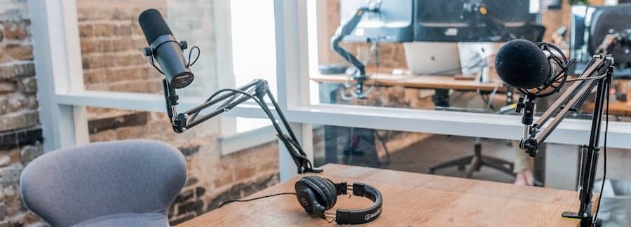 passive income podcasting beginners-min